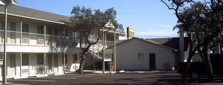Cedar Creek Inn - Bertram TX Motel